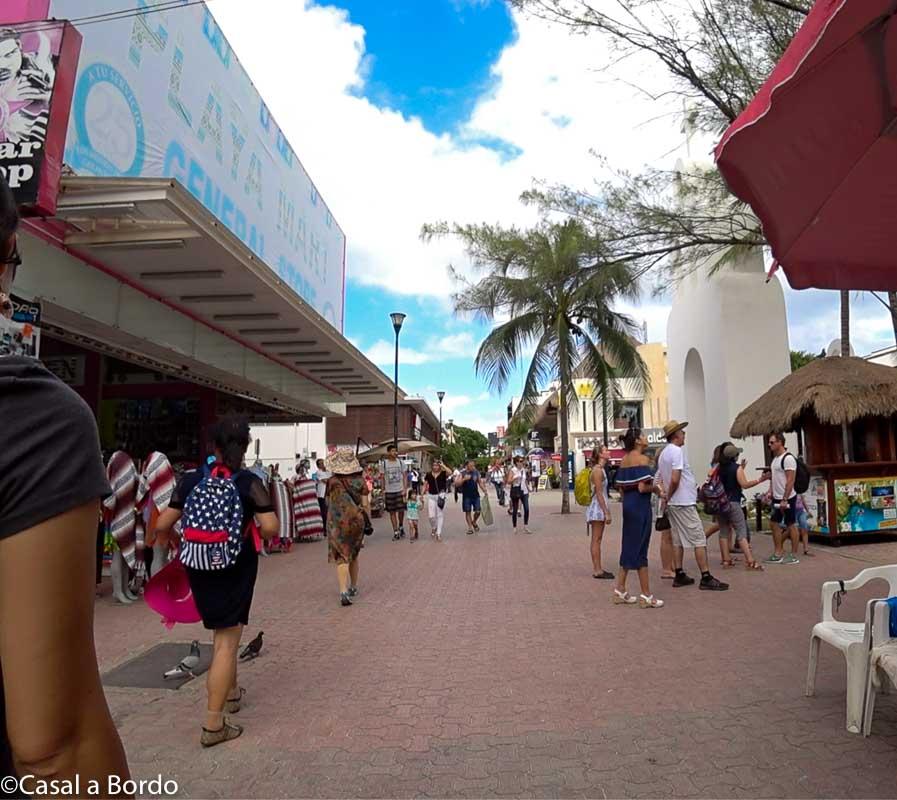 quinta avenida em playa del carmen, a principal avenida