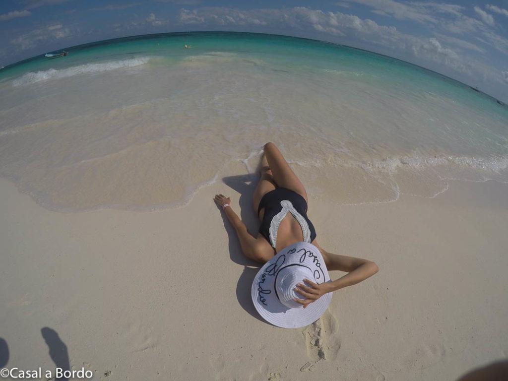 praia de xpu-há, água com cor azul anil, linda e imperdível para visita.